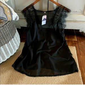 Tops - Beautiful black lace chiffon top